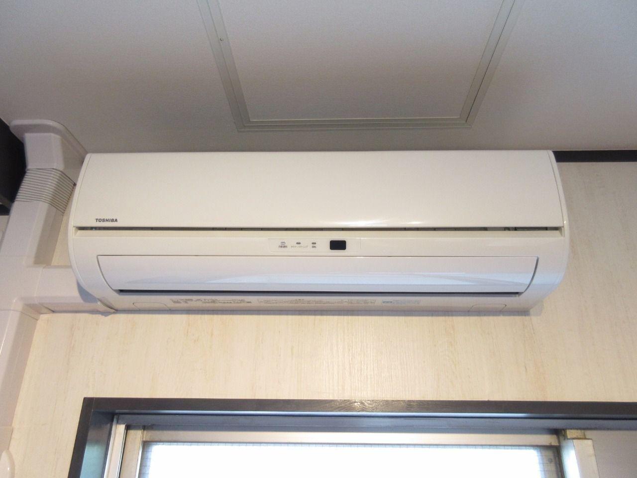 快適な空間を創るエアコンを標準装備(2014年東芝製)
