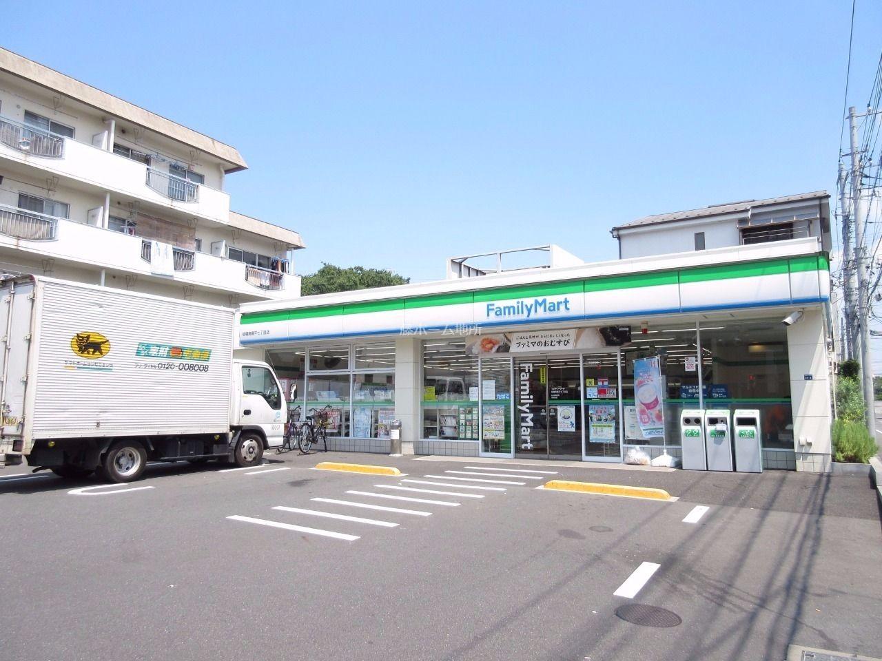 コンビニまで徒歩2分(130m)