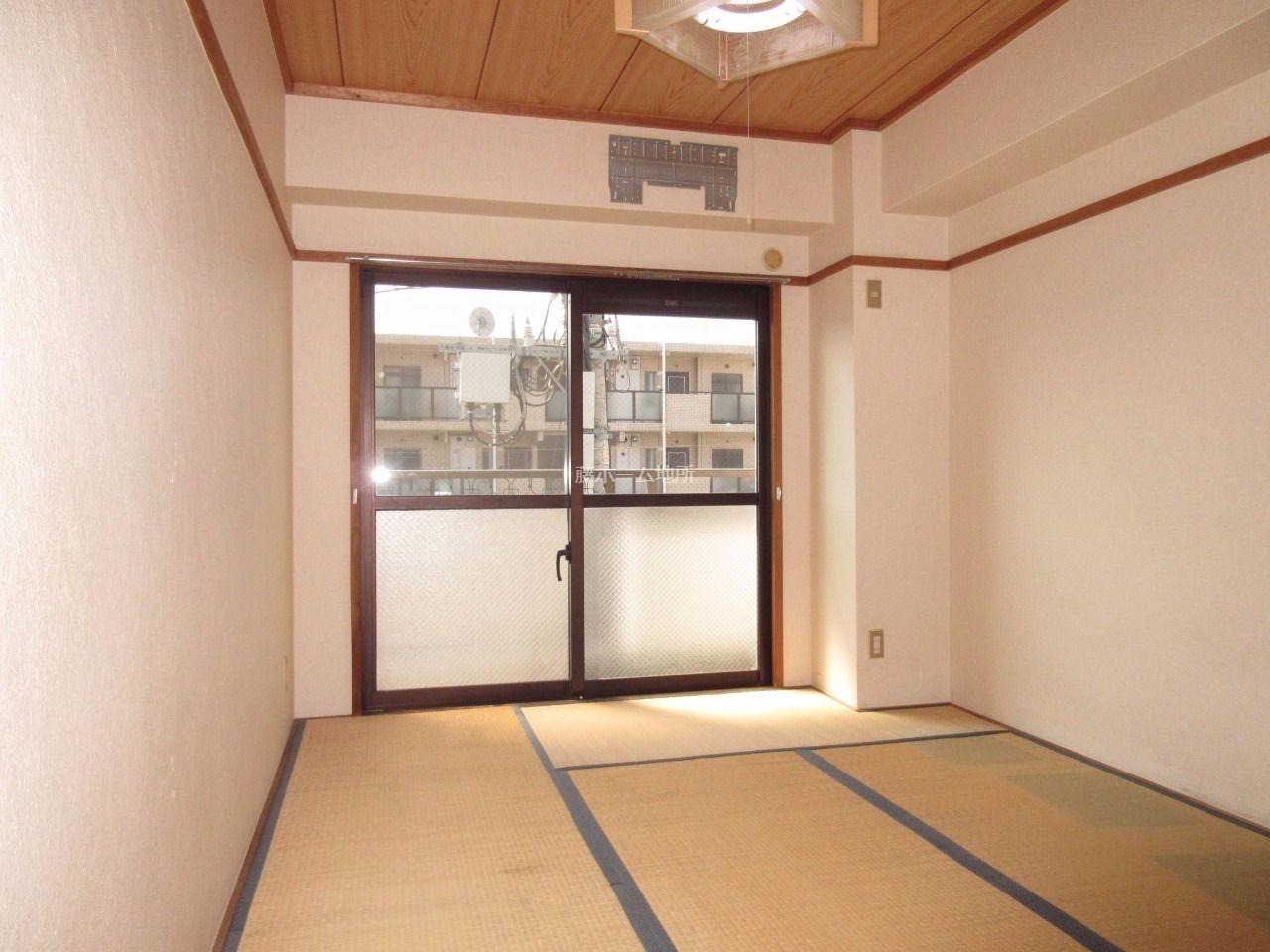 落ち着いた雰囲気の和室です