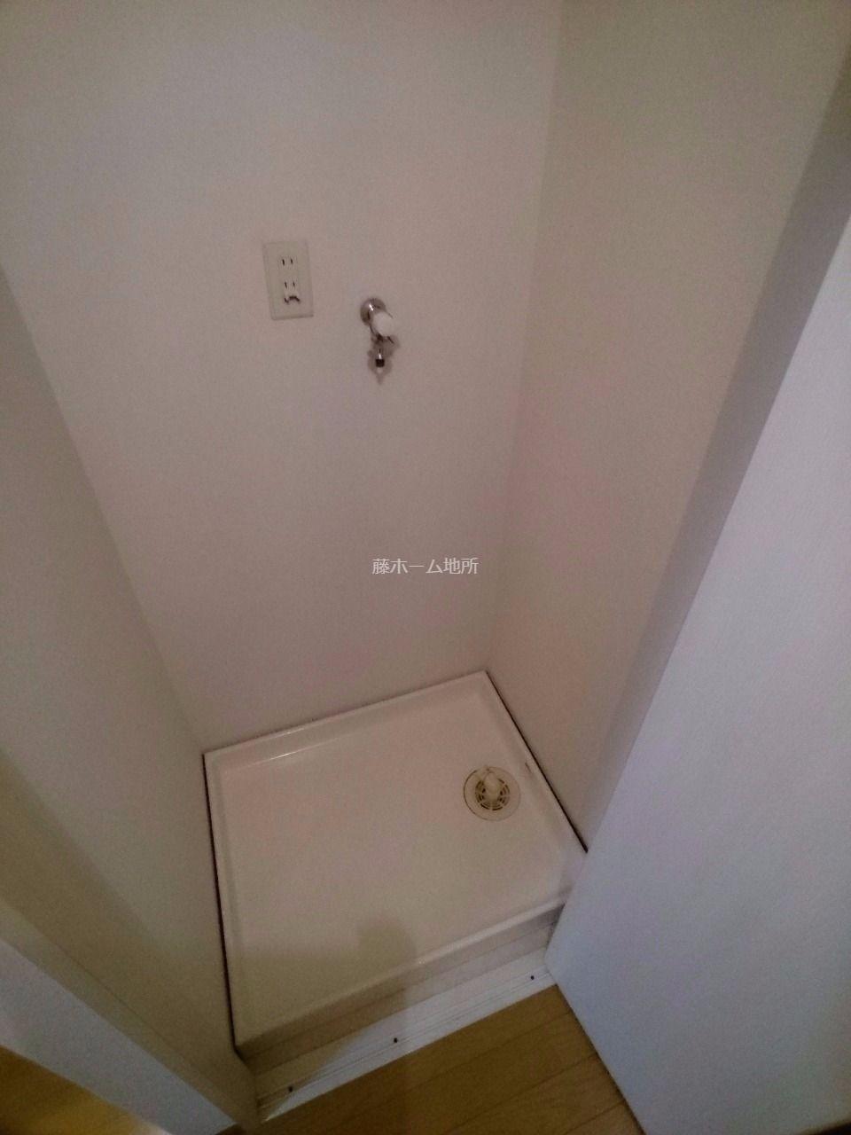 洗濯機を隠せるように扉が付いております