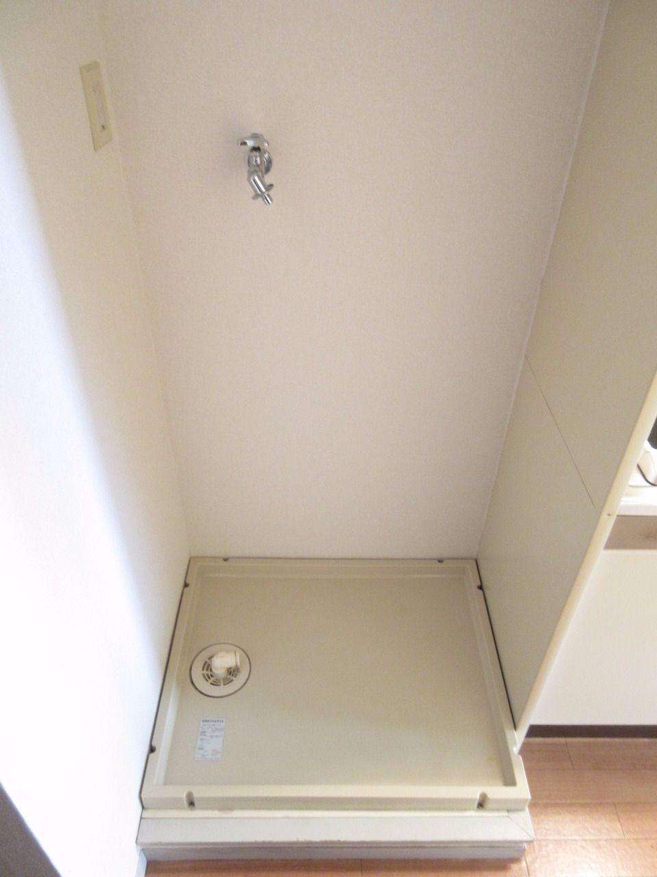 洗濯機置場には防水パンを設置しました