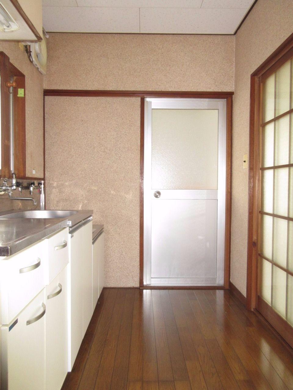 キッチンにも窓があるので自然光が入ります