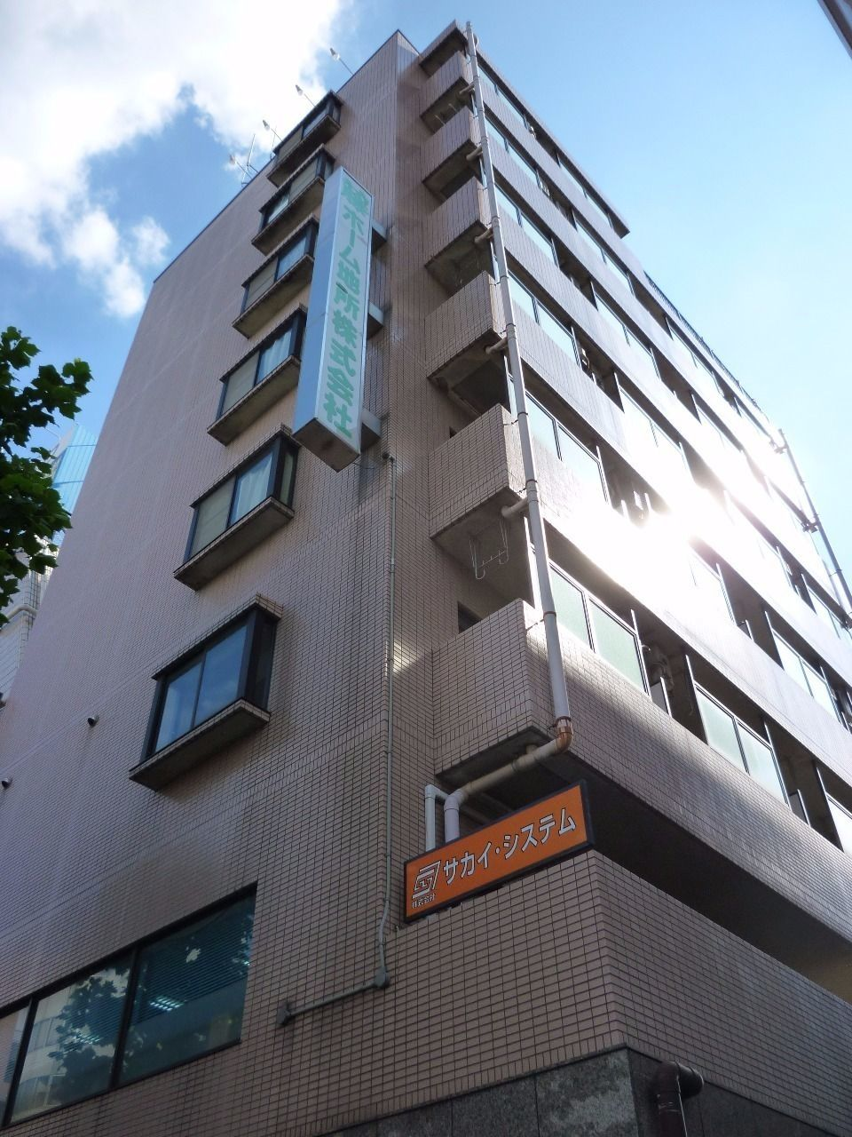 1階が弊社赤塚店です