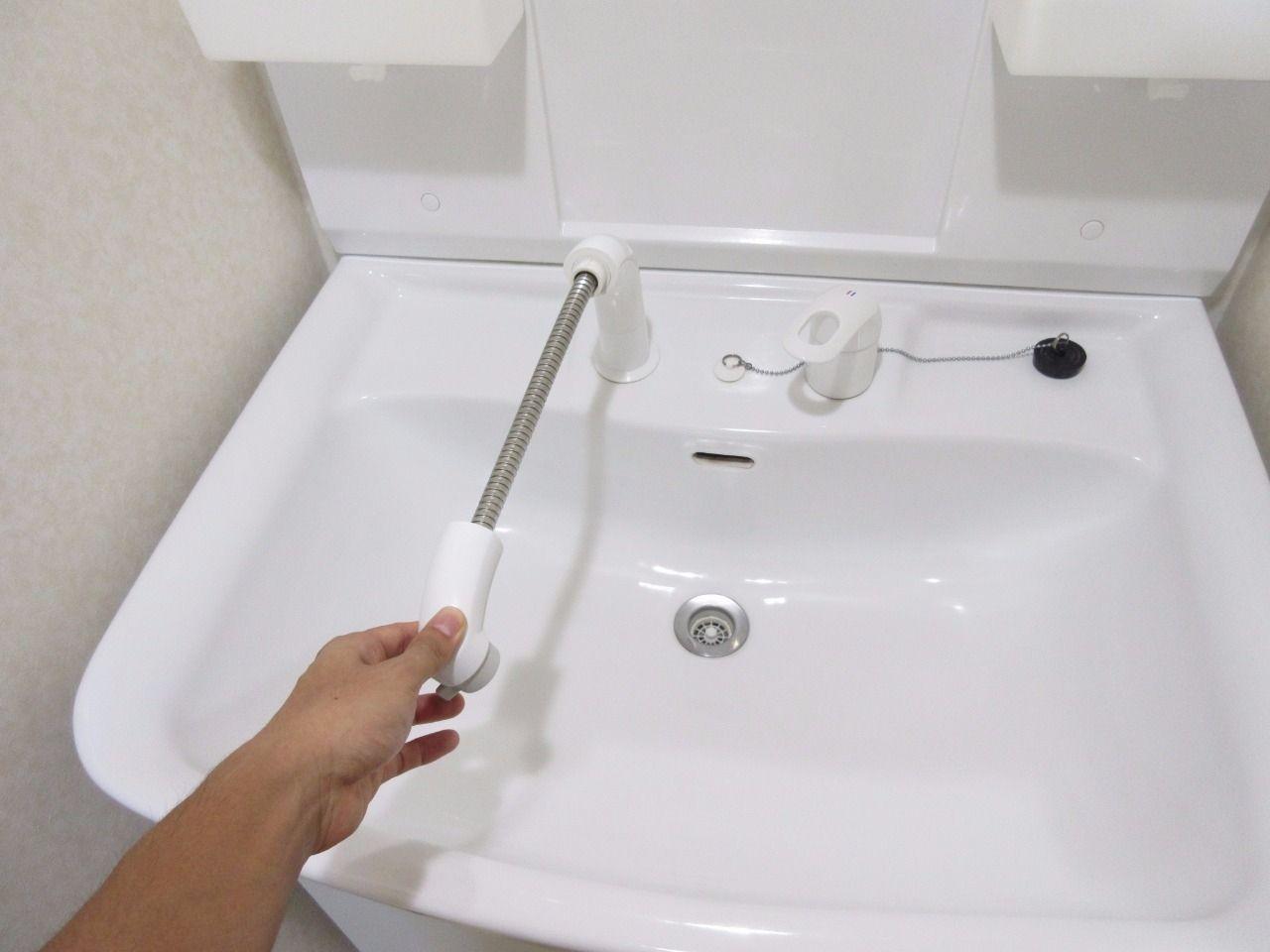 洗髪だけでなく、洗面台のお掃除にも役に立ちます