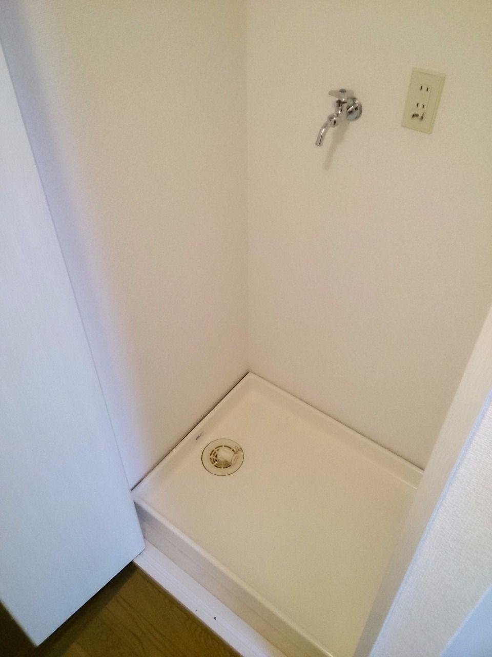洗濯機には防水パンと扉を設置