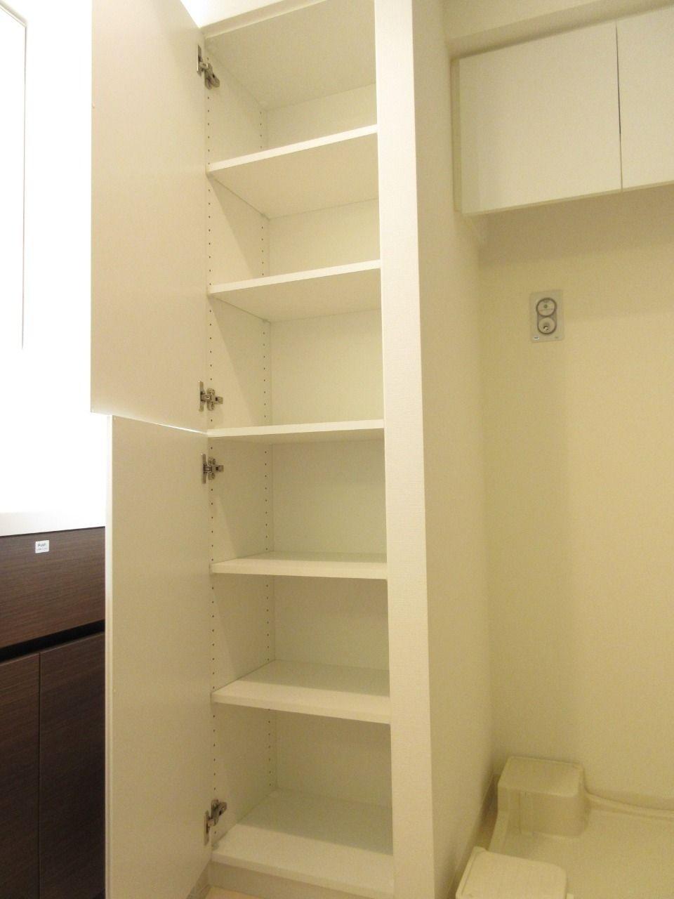 入浴や洗面で使用するタオルや室内着、洗剤や柔軟剤などをスッキリと収納できます