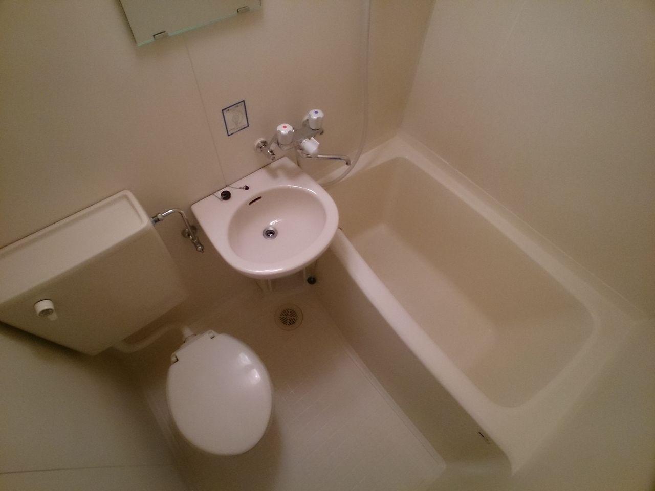 シャワーカーテンはご用意下さい