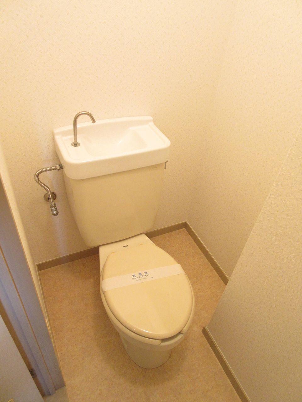 トイレ内にはコンセントがあるので、ウォシュレットが設置できます