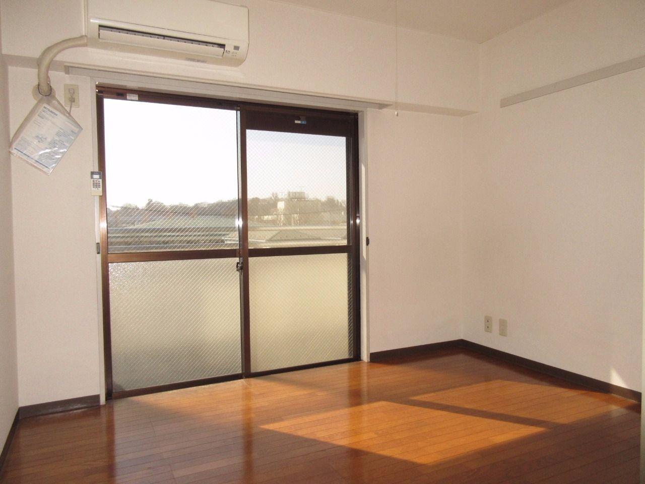 一つの部屋として使用するのも良いですが、扉を開けてDKとしても使えます