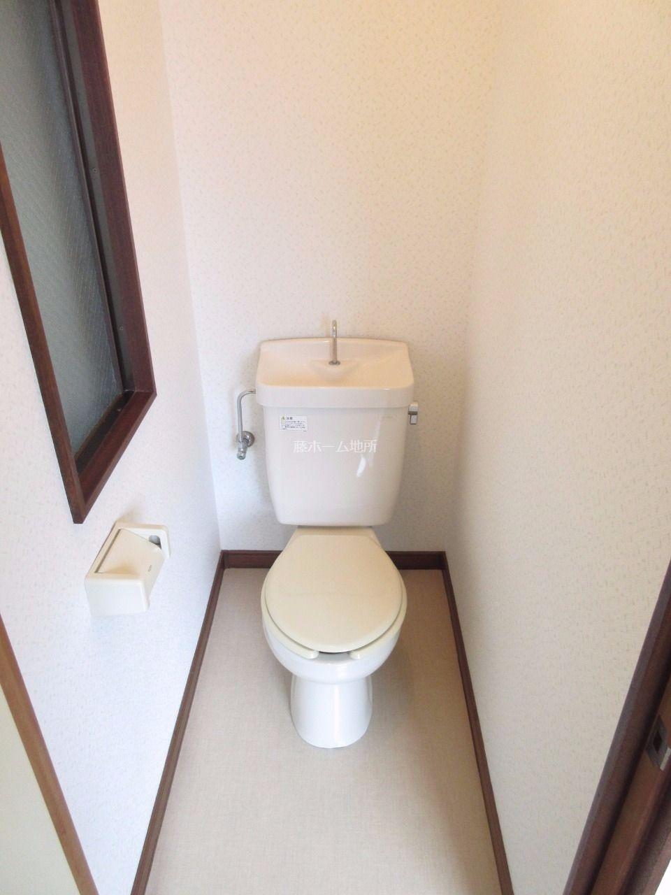 暗くなりがちなトイレも採光が入ります