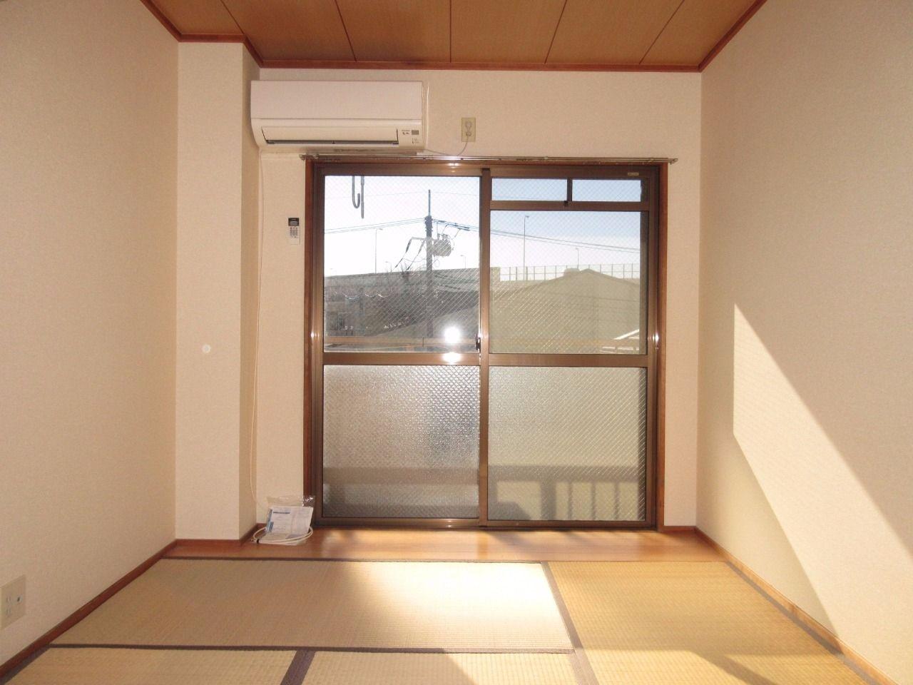 2面採光で明るく気持ちの良い和室です