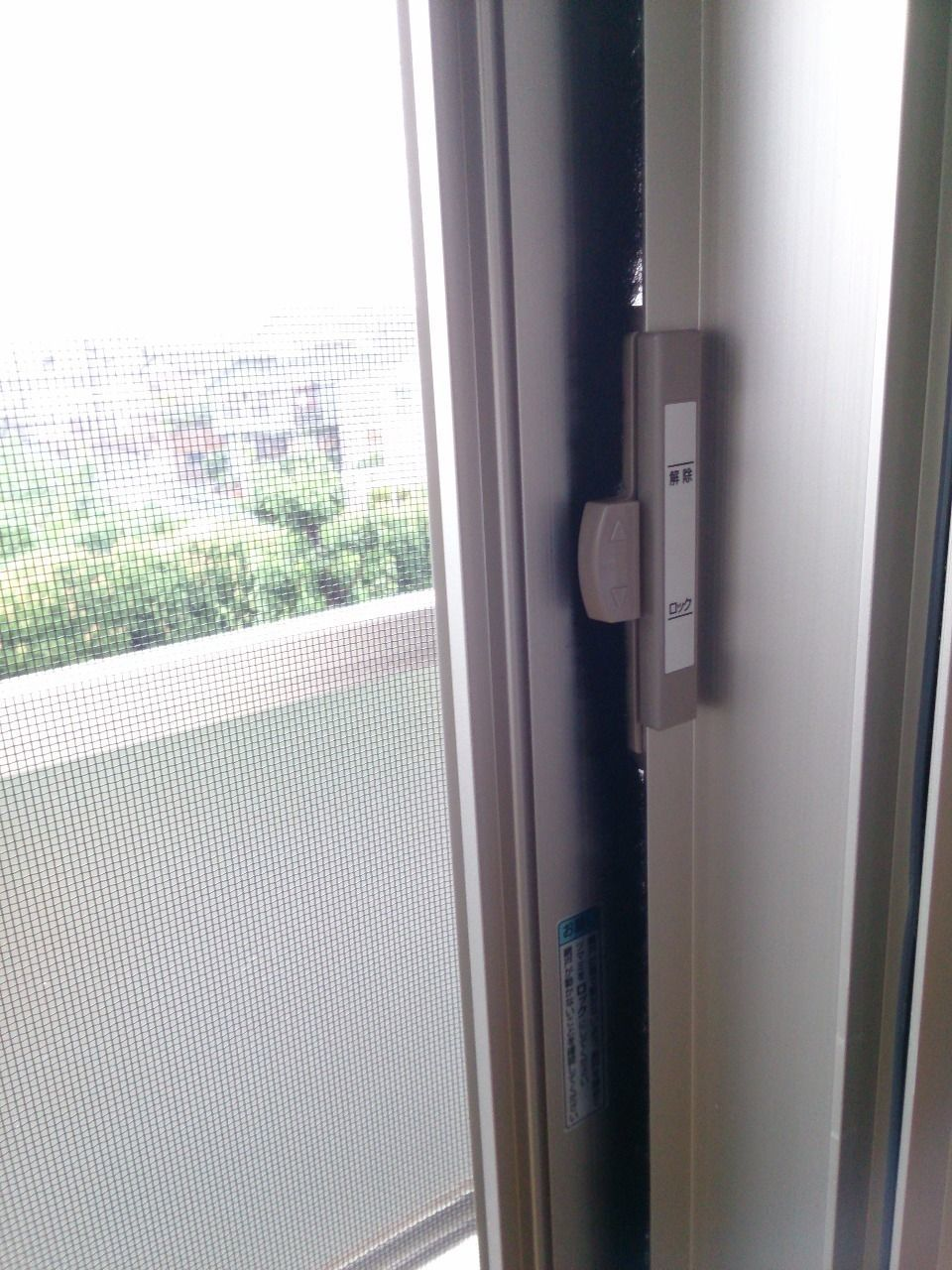 窓と同様にロックできます