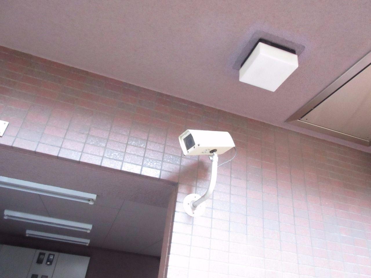 建物内の各要所に防犯カメラを設置しています