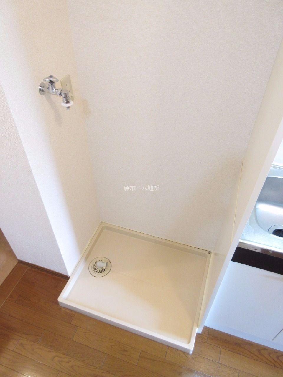 洗濯ホースが外れても安心、洗濯機置場には防水パンを設置しました