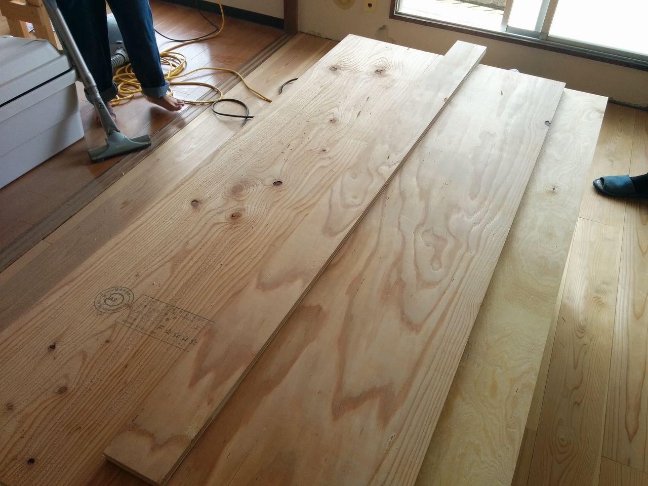みなさまこんにちは。 今回から実際にホームセンターで売っている材料を駆使して、木製のカーテンレールを作っていきます。 使う材料は意外と少ないです。 ご参考になればと思います。