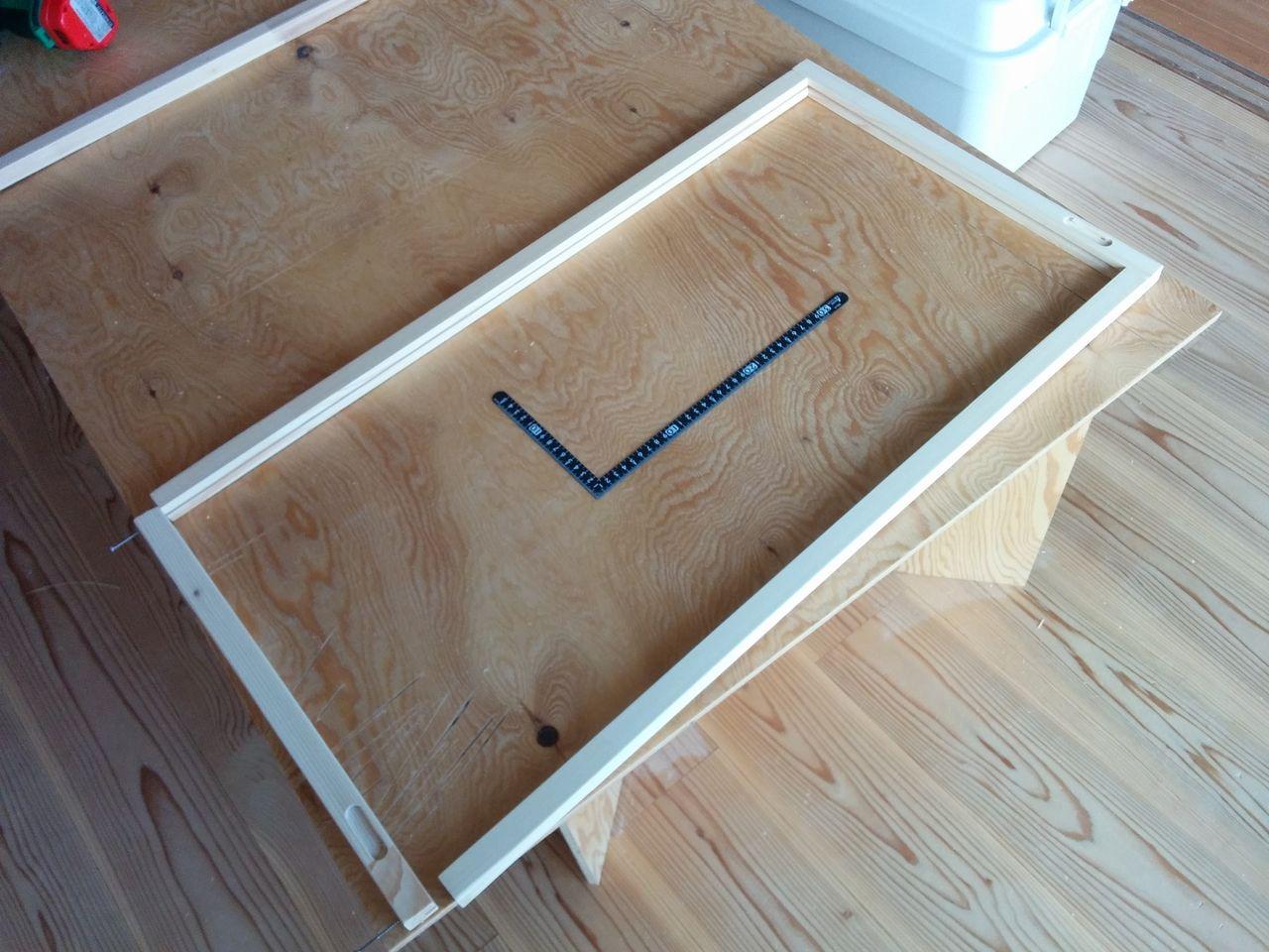 みなさまこんにちは。 前回のブログで『ほんのり透明な引戸』が完成しましたが、材料が少し余ったのでこんなモノも作ってみました。