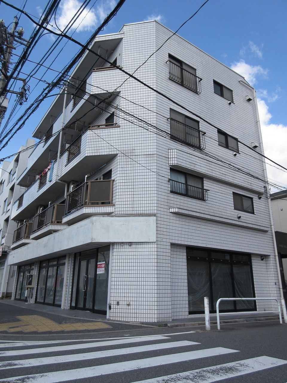 みなさまこんにちは。板橋区高島平の賃貸マンション【春日ビル 202号室】を藤ホーム地所株式会社の遠藤がご紹介いたします。