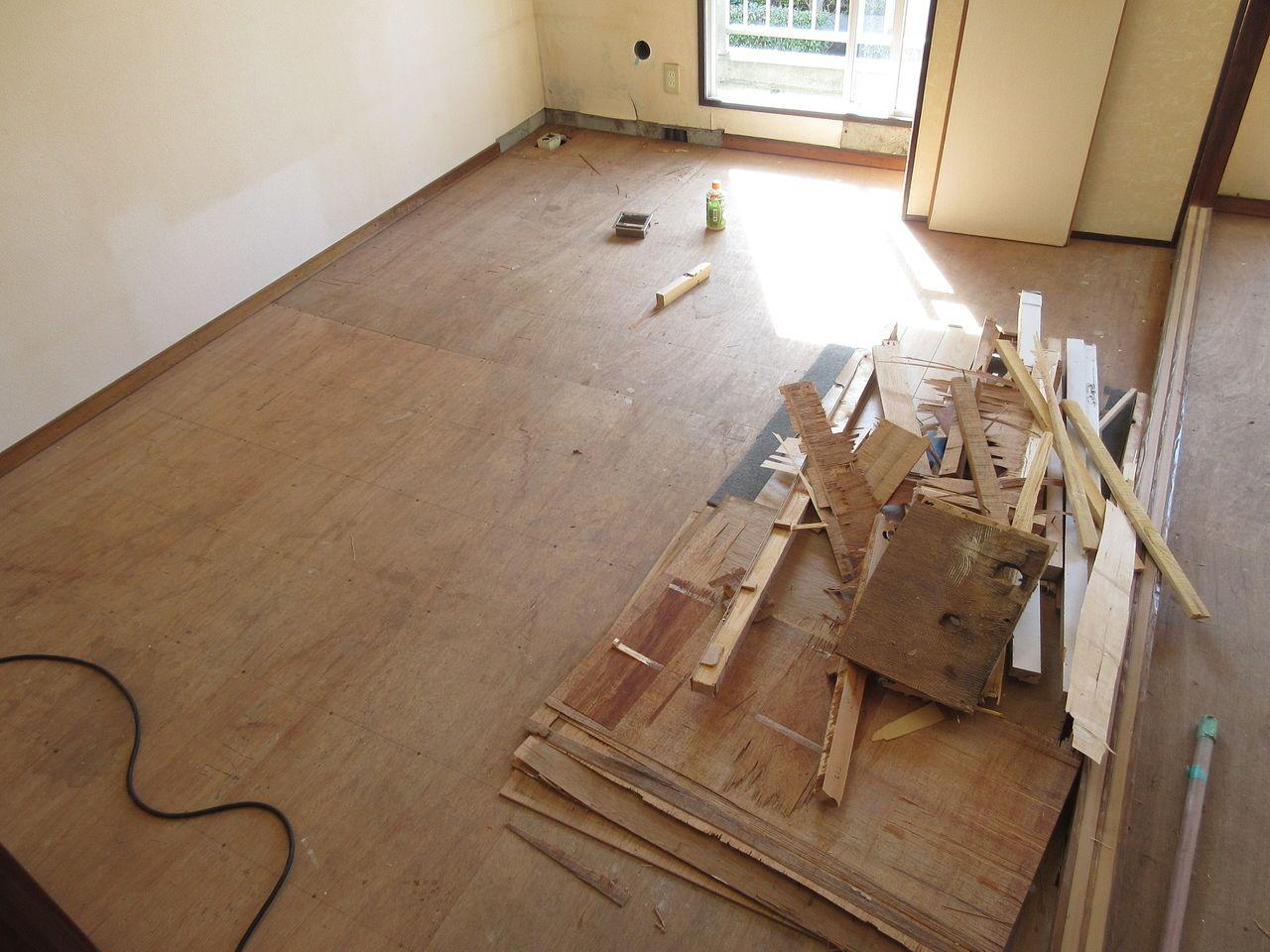 みなさまこんにちは。DIY可能な賃他部屋の実現のために改修工事が始まりました。そこで、ブログで工事状況などをお伝えしていきます。
