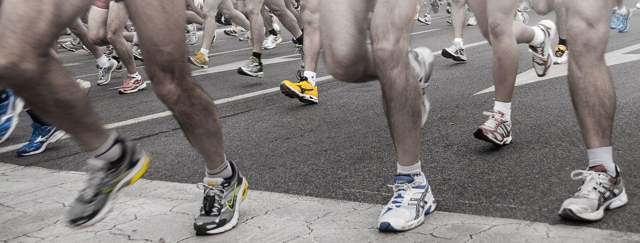 みなさまこんにちは。荒川河川敷でマラソン大会が開催されます。応援する方たちも楽しめる大会になっています。