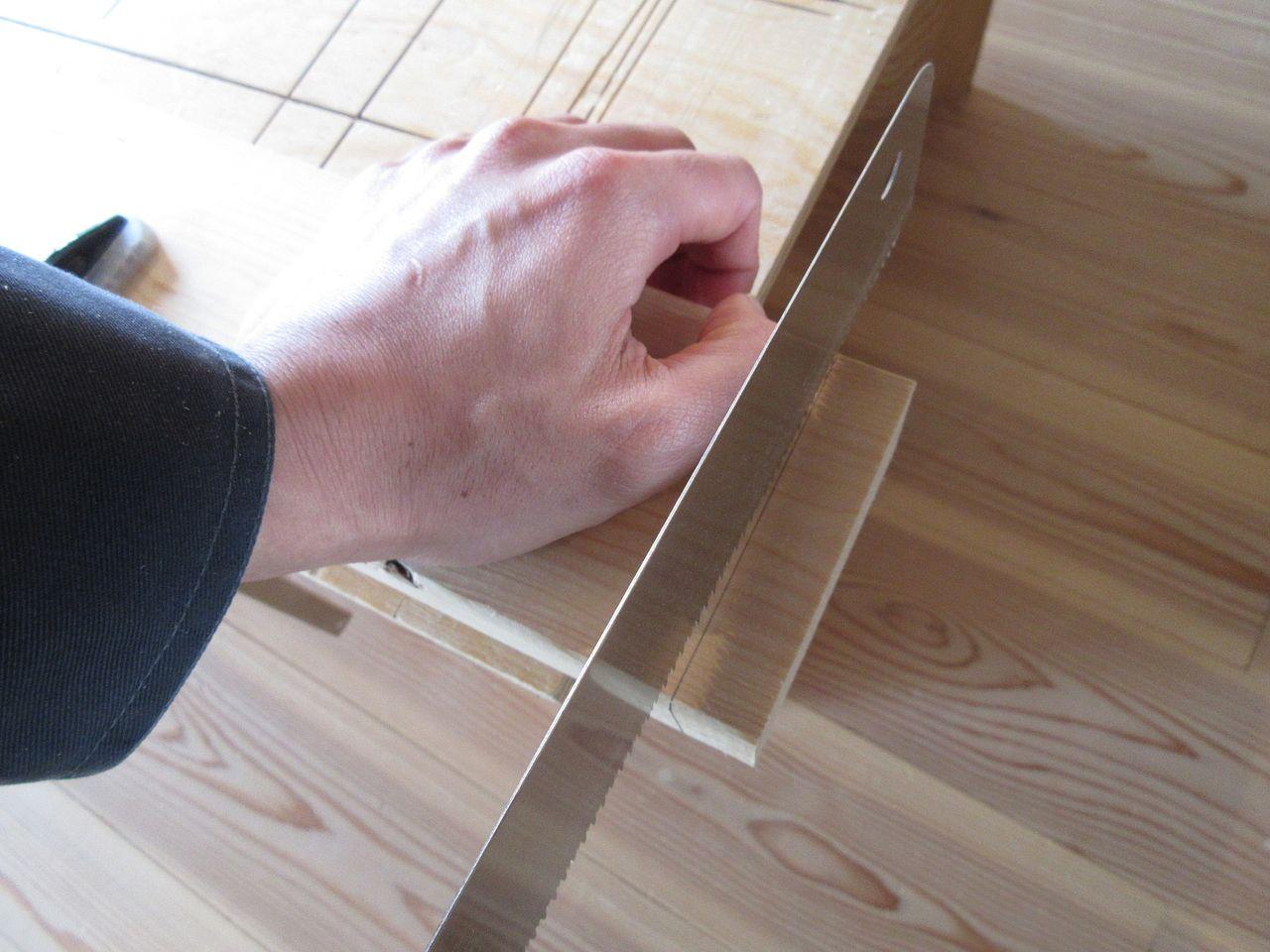 ノコギリで木材をキレイにカットする方法  ~ガイドなし編 その1~