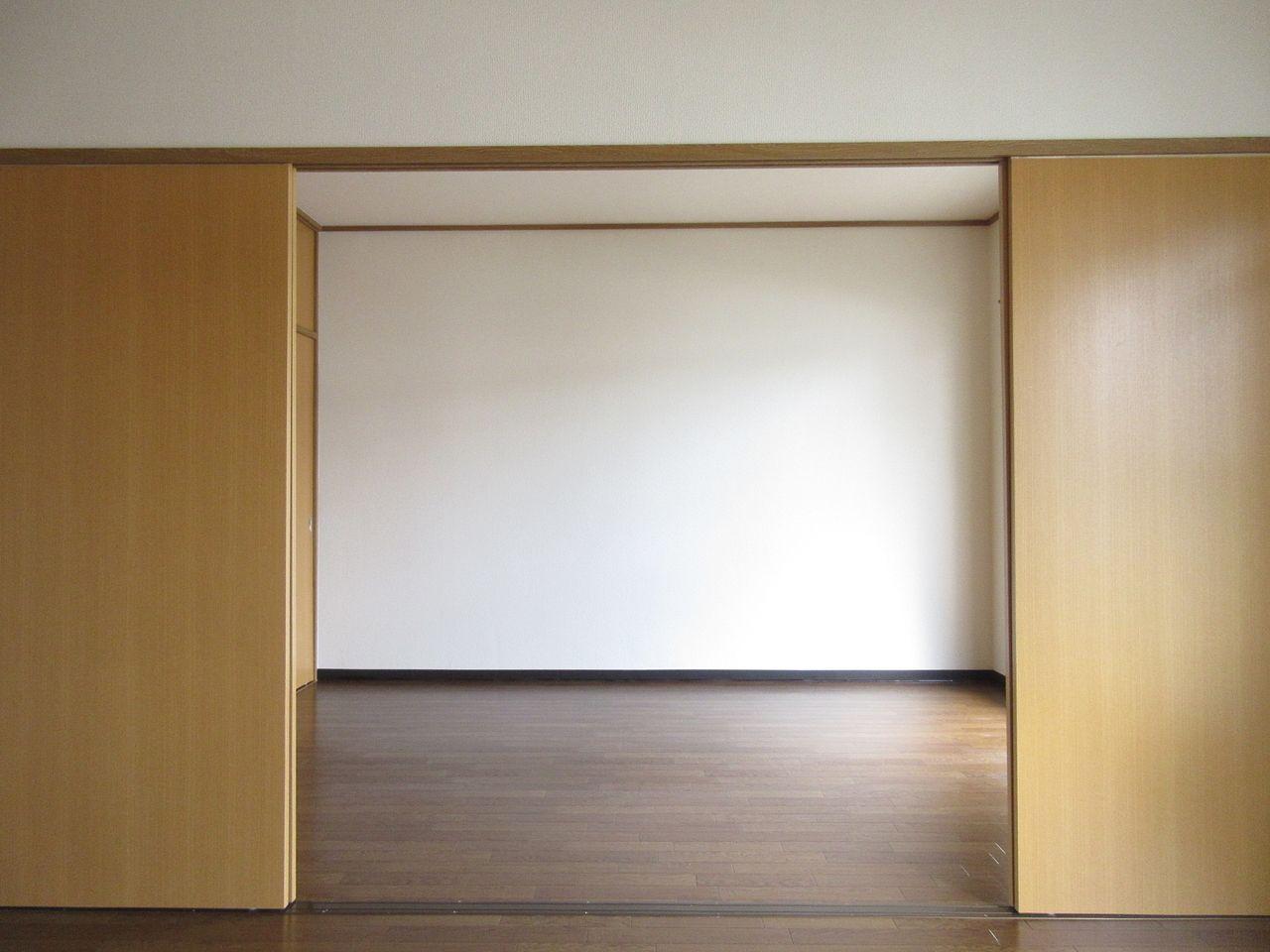 みなさまこんにちは。【前回のブログ】では間取りついて説明しました。今日は手を加えようとしている部屋の状態がどんな感じなのかを紹介していきます。