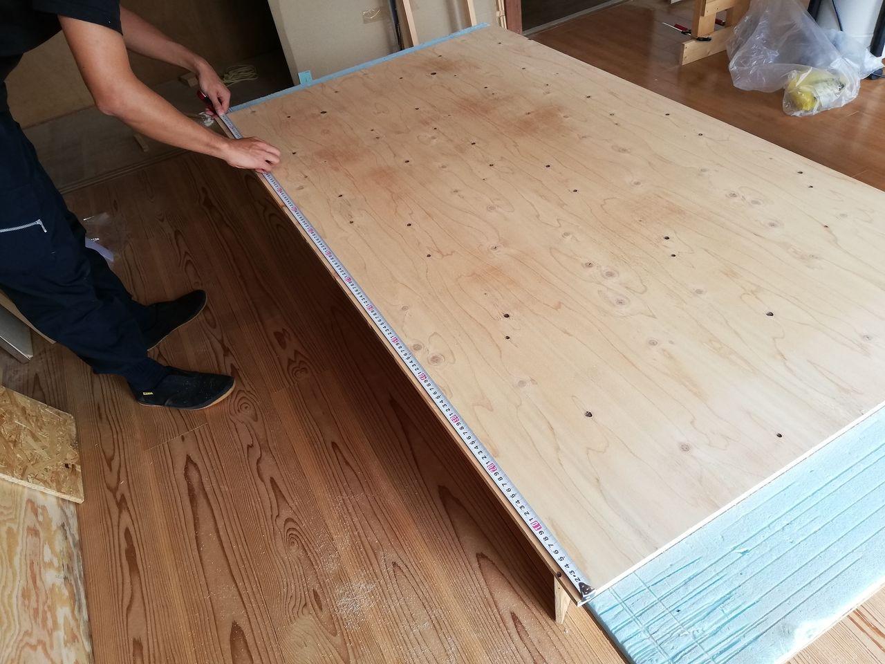 みなさまこんにちは。『ペケ台をどうアレンジする???』の続きです。お店の看板になるようなテーブルを作っていきます。