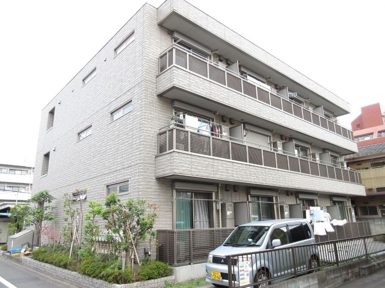 みなさまこんにちは。板橋区高島平の賃貸マンション【TOKIO 101号室】。間取りは1LDK。カウンターキッチン、オートロック、玄関の鍵は電子キーなど付帯設備が充実しているお部屋です。そして、駅近なのも嬉しいポイント。