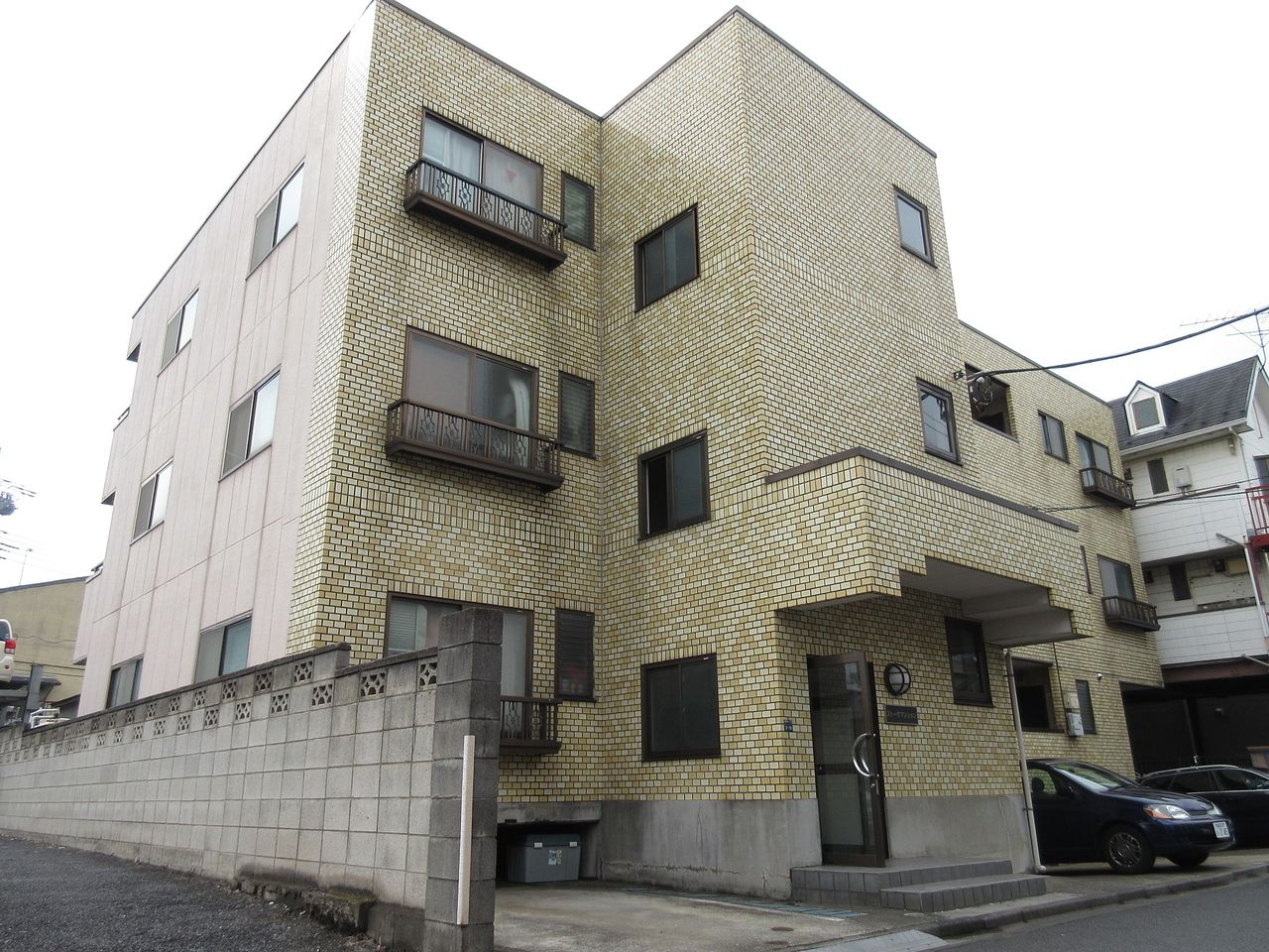 みなさまこんにちは。板橋区高島平の賃貸アパート【ストークマンション103号室】。間取りは2DK。敷地内に駐車場のあるファミリータイプの物件です。