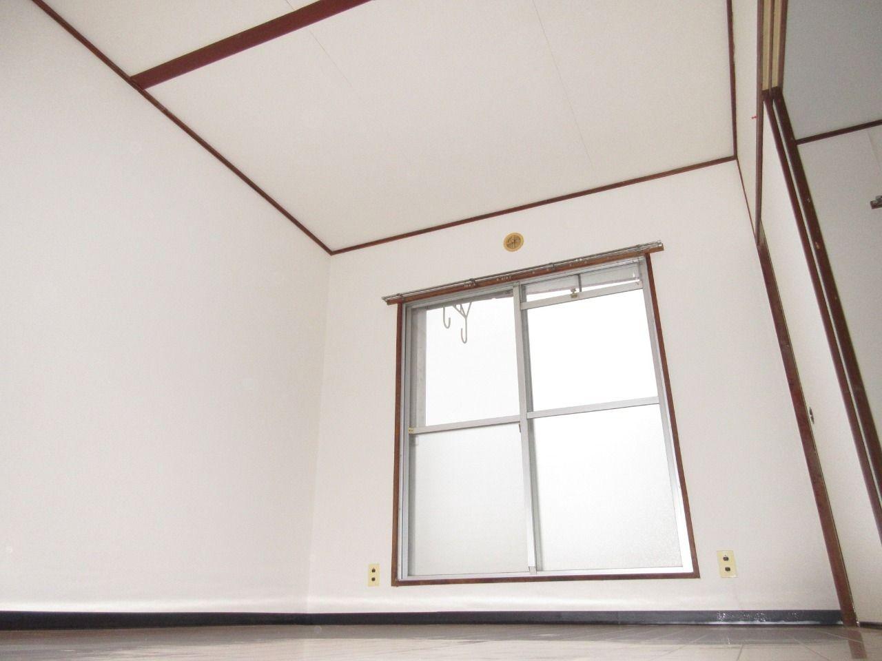 まず和室&洋室の天井から