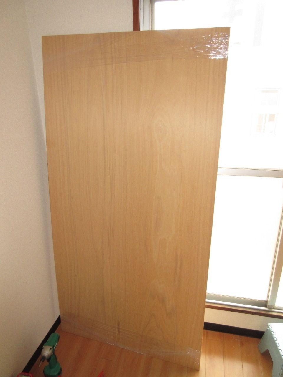 みなさまこんにちは。 仕上げ材の下地となるベニヤ板を取り付けるための下地ができました。 今回はそのベニヤ板を取り付けていきます。